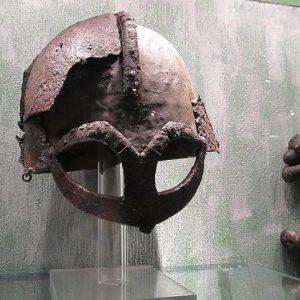 Hełm wikinga w muzeum Uniwersytetu w Oslo